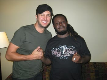 """- Capitol Records artist Luke Bryan became the first country artist to perform at a UCF (University of Central Florida) Homecoming concert, opening in Orlando, Florida for rapper T Pain this past Saturday. The audience was quite receptive to Bryan's hits """"All My Friends Say,"""" """"Country Man,"""" current smash """"DO I"""" and more."""