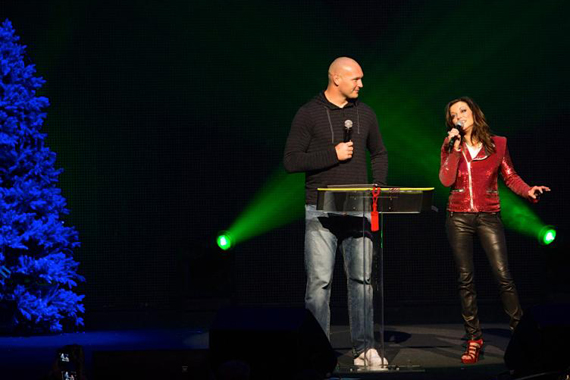 Chicago Bears' Brian Urlacher on stage with Martina McBride at the Chicago Theatre. Photo: RKN Photo