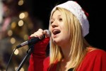 Kelly Clarkson Spreads Holiday Cheer