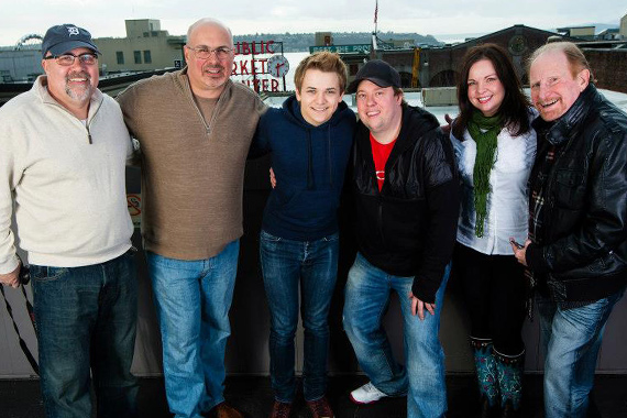 Atlantic/WMN's Hunter Hayes recently paid a visit to KKWF on top of the Hard Rock in Seattle. Pictured (L-R): Kevin Herring (VP of Promotion WMN), Mike Preston (KKWF PD), Hunter Hayes, Wingnut (KKWF MD), Deanna Lee (KKWF Assistant MD), and Rick Young (West Coast Regional WMN).
