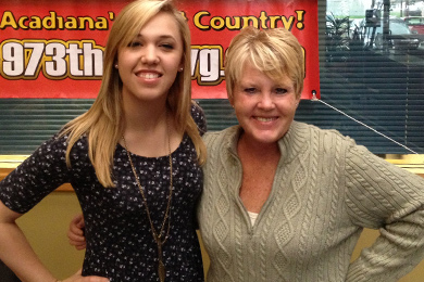 Sidewalk Records' Morgan Frazier (L) recently visited with Stephanie Crist (R) from 97-3 The Dawg in Lafayette, LA.