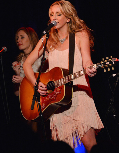 Ashley Monroe (R) joined onstage by Jessi Alexander. Photo: Rick Diamond/Getty Images