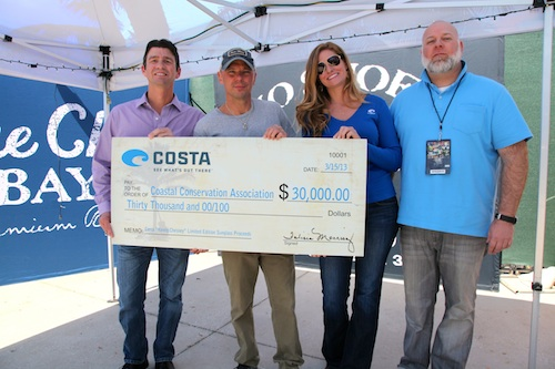 Pictured (L-R): Pat Murray, president, Coastal Conservation Association; Kenny Chesney; Amanda Perryman, marketing manager, Costa Sunglasses; Brett Palmer, president, AbiJack Management