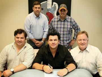Pictured (L-R): F3 Entertainment's Ken Madson, Sony Music Nashville A&R VP Jim Catino, Dee Jay Silver, Average Joes Entertainment CEO Shannon Houchins, and Sony Music Nashville Chairman & CEO Gary Overton.  Photo Credit:  Alan Poizner
