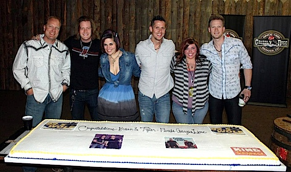 Pictured (L-R): Grizzly Rose Owner Scott Durland, FGL's Tyler Hubbard, KWOF MD Brooke Diaz, KWOF PD Jonathan Wilde, Republic Nashville's Lois Lewisand FGL's Brian Kelley