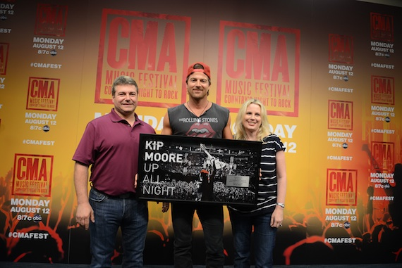 Pictured (L-R):  UMG Nashville COO Tom Becci, Kip Moore, UMG Nashville SVP, Marketing Cindy Mabe. Photo Credit: Kelly Williams