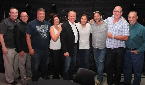 Pictured (L-R): Bill Mayne (CRS/CRB Executive Director), Charlie Morgan (WLHK), Tim Roberts (WYCD), Shelly Easton (WXTU), Kurt Johnson (Townsquare Media), Charlie Worsham, Chris Stacey (Warner Nashville), John Esposito (Warner Nashville), John Shomby (Max Media of Hampton Roads). Photo Credit: Kristen England