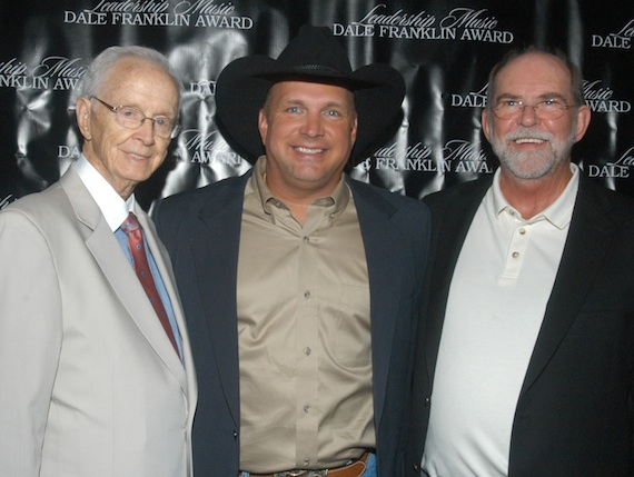 Pictured (L-R): Jim Foglesong, Garth Brooks, Allen Reynolds receive the Leadership Music Dale Franklin Award.