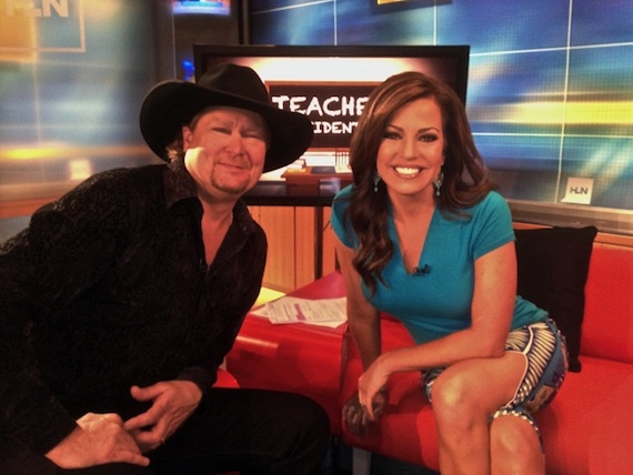Pictured (L-R): Tracy Lawrence, Robin Meade