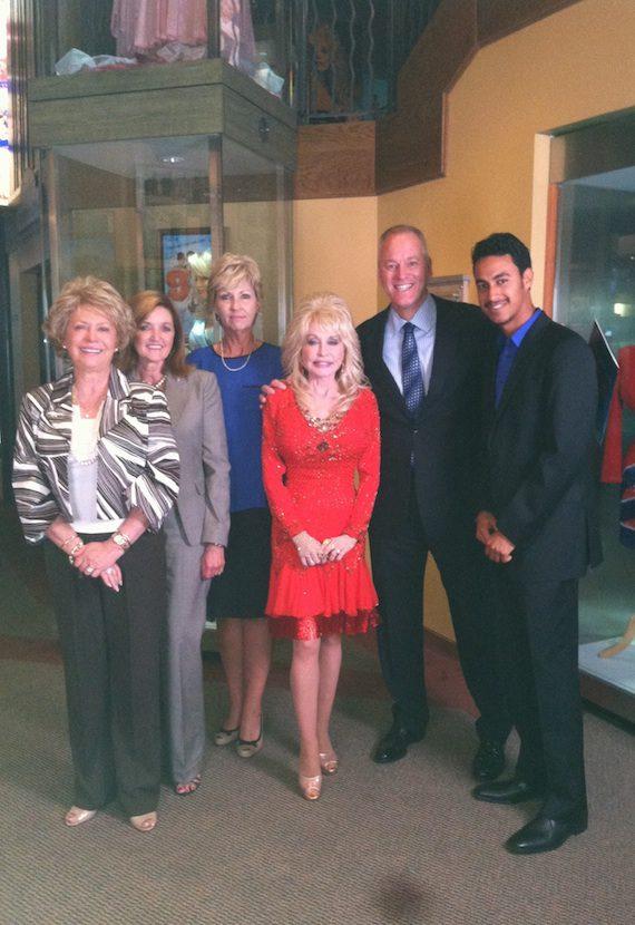 Pictured (L-R): Linda Ogle (Dr. Robert F. Thomas Foundation Board Member), Ellen Wilhoit (CAO, LeConte Medical Center), Debbie Dowling (Executive Director, Dr. Robert F. Thomas Foundation), Dolly Parton, Mike Cooper (CEO GlobalDoc), and Julio Pujols (Executive Assistant, GlobalDoc).
