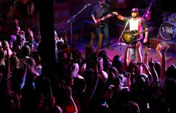 Tyler Farr performs at Nashville club The Stage.