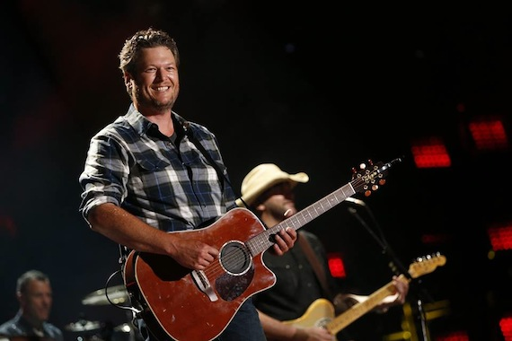 Blake Shelton plays LP. Photo: CMA