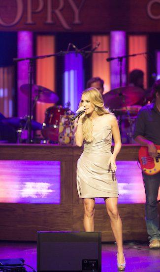 Carrie Underwood Hollo 1200 6-3-14