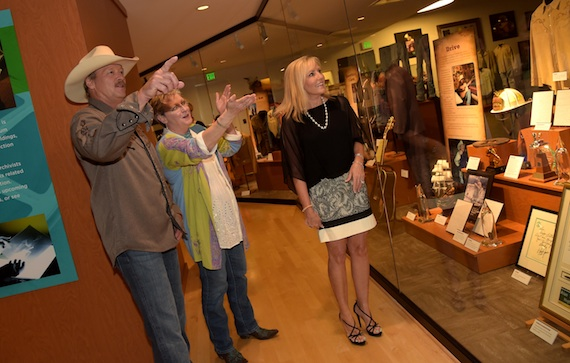 """Alan Jackson, The Country Music Hall of Fame and Museum's Carolyn Tate, and Denise Jackson browse the new """"Alan Jackson: 25 Years of Keepin' It Country"""" at the Country Music Hall of Fame and Museum on August 27, 2014 in Nashville, Tennessee.  (Photo by Rick Diamond/Getty Images for Country Music Hall Of Fame And Museum)"""