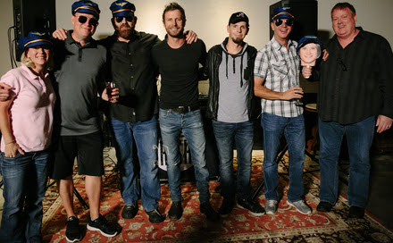 Photo L to R: Katie Dean (UMG), Shane Allen (UMG), Royce Risser (UMG), Bentley, Chris Thompkins, Steve Hodges (UMG) and Mike Sistad (ASCAP)