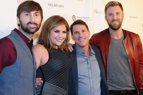 Lady Antebellum together with Nicholas Sparks. Photo: Bev Moser.