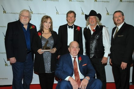 Pictured (L-R):  Pat Alger, Board Chair , NaSHOF Foundation; inductees Gretchen Peters, Tom Douglas and John Anderson; Mark Ford, Executive Director, NaSHOF Foundation. Front Row: Inductee Paul Craft. Photo: Bev Moser