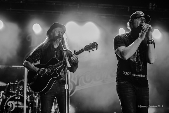 Pictuted (L-R:) Patrick Simmons and Jerrod Niemann