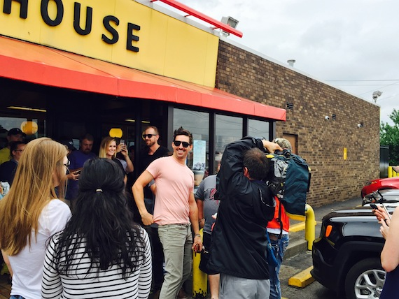 "Jake Owen treats fans to lunch at Waffle House to celebrate new single ""Real Life"""