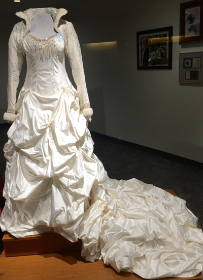 Yearwood's wedding dress she wore when marrying Garth Brooks, designed by Sandi Spika.