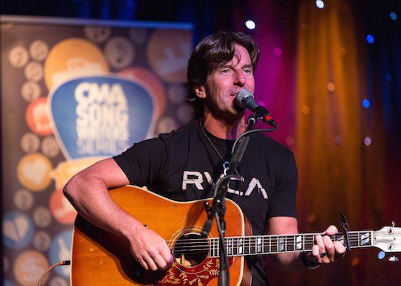 Brett James at the CMA Songwriters Series Thursday night at Joe's Bar in Chicago Photo Credit: Justin Harris / CMA