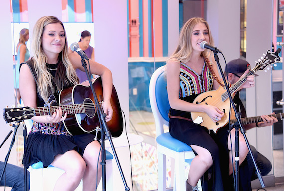 Maddie & Tae welcome guests to a private performance at Dylan's Candy Bar in New York City – the famed candy shop owned by Ralph Lauren's daughter, Dylan. Photo: Getty Images for Dot Records