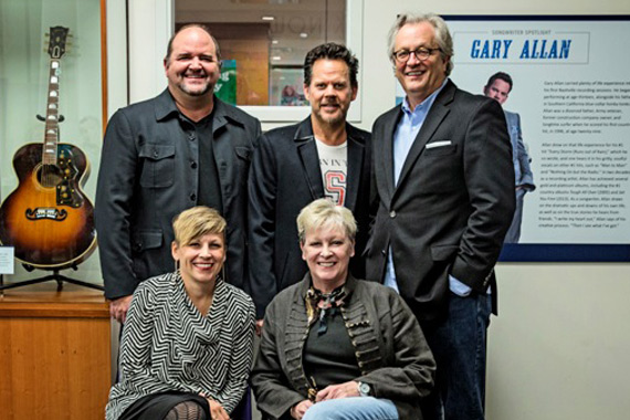 Pictured (front L-R): Country Music Hall of Fame and Museum's Ali Tonn, Carolyn Tate. (back L-R): John Lytle, Lytle Management Group; Gary Allan; and Kyle Young, Country Music Hall of Fame and Museum.