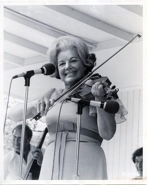 Ramona Jones at Fan Fair in 1973. Photo: Les Leverett WSM/Grand Ole Opry Photo Archives