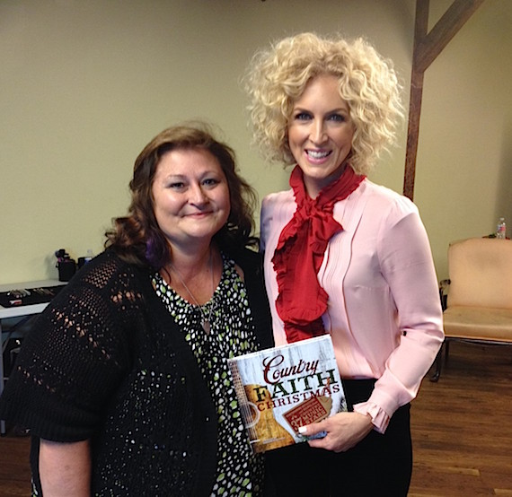 Pictured (L-R): Author and journalist Deborah Evans Price and Little Big Town's Kimberly Schlapman.