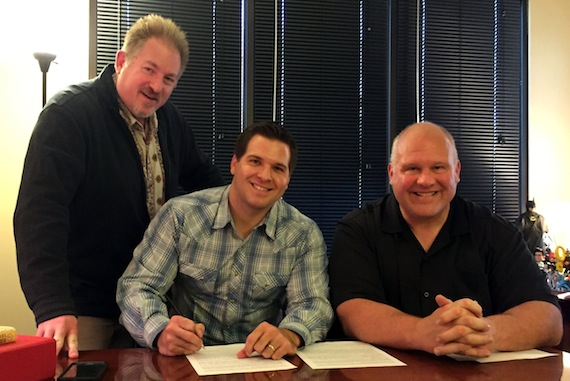 Pictured (L-R): Kevin Mason, Turnpike Music EVP of Operations; Justin Mason; Larry Pareigis, Turnpike Music/Nine North Label Group President