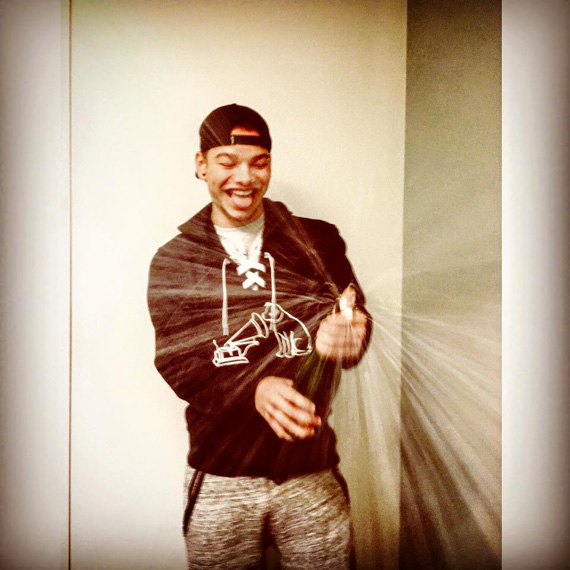 """""""POPPIN BOTTLES !!! JUST SIGNED WITH RCA/SONY!!!!!!!!!!!"""" (via facebook.com/kaneallenbrown)"""