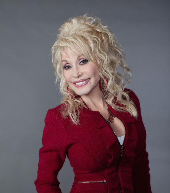 The 72-year old daughter of father Robert Lee Parton and mother Avie Lee Owens, 152 cm tall Dolly Parton in 2018 photo