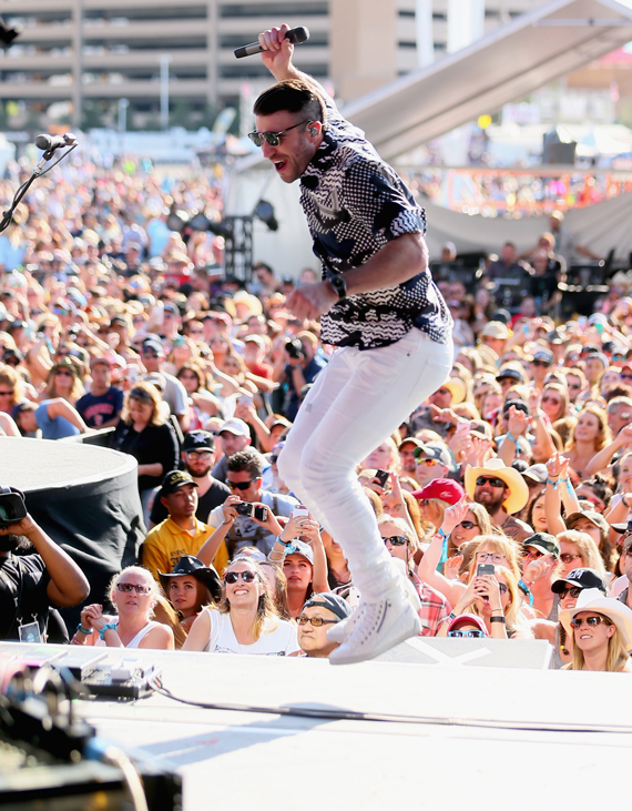 """LAS VEGAS, NEVADA - APRIL 03: Singer Sam Hunt performs onstage during the 4th ACM Party For A Cause Festival at the Las Vegas Festival Grounds on April 3, 2016 in Las Vegas, Nevada. (Photo by Mark Davis/Getty Images for ACM)"""