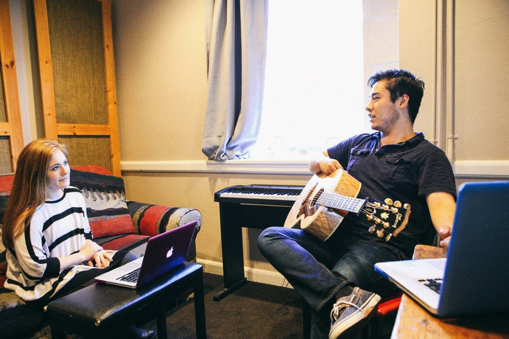 Songwriters Kayla Woodson and Daniel Ethridge discuss the details of their chorus in one of the three songs written in just one day of the Belmont writers retreat. The students took every opportunity they had to collaborate with their fellow writers. Photo: Amber J. Davis