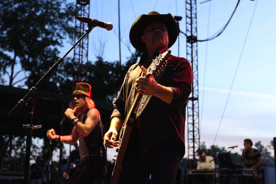 Big & Rich perform at Camp NASH.