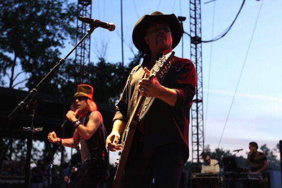 Big & Rich perform at Camp NASH.