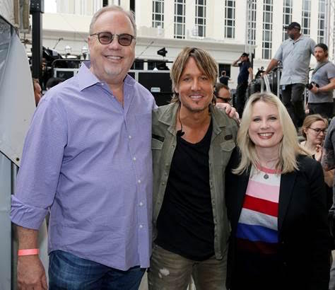 Pictured (L-R): UMG Nashville Chairman and CEO Mike Dungan, Keith Urban and UMG Nashville President Cindy Mabe. Photo: Courtesy UMG Nashville