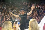 Video: Dierks Bentley Encores With Music Industry Guests