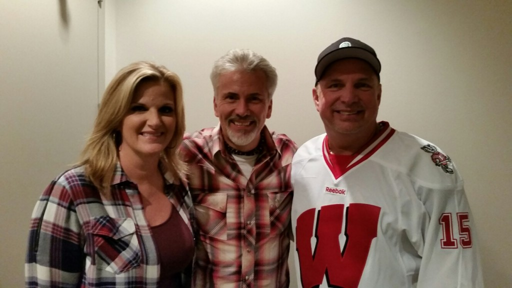Steve Summers with Trisha Yearwood and Garth Brooks