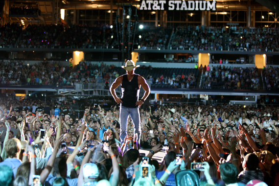 Kenny Chesney at AT&T Stadium. Photo: Jill Trunnell