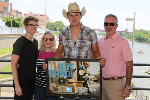 Pictured (L-R): Melanie Wetherbee (Red Light Management), Cindy Mabe (President, UMG Nashville), Jon Pardi, Brian Wright (Sr. Vice President A&R, UMG Nashville. Photo: Alan Poizner