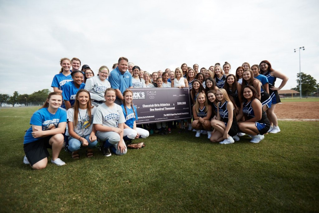 Carrie Underwood presents first Sports Matter grant of $100,000 to girls sports teams in her hometown of Checotah, Oklahoma