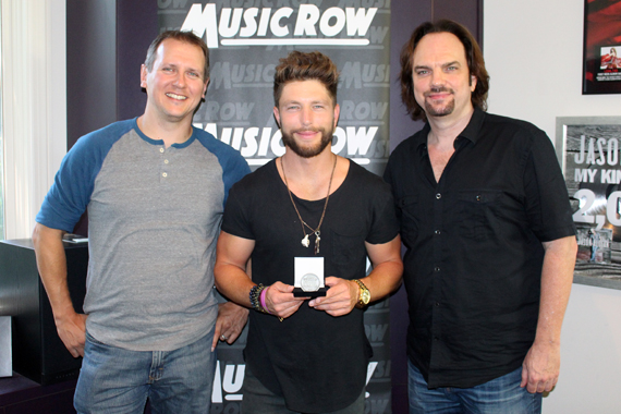Pictured (L-R): MusicRowChart Director Troy Stephenson, Chris Lane, and MusicRow Publisher/Owner Sherod Robertson.