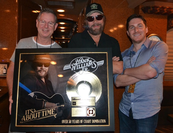 Pictured (L-R): Jim Weatherson, GM, Nash Icon Records; Hank Williams Jr.; John Zarling, SVP/Partnership Marketing & Promotion Strategy, BMLG. Photo: Big Machine Label Group
