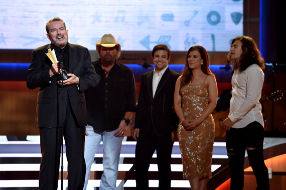 Songwriter Jimmy Webb recieves an award onstage from singer-songwriter Toby Keith, musical artists Neil Perry, Kimberly Perry and Reid Perry from musicial group The Band Perry at the 10th Annual ACM Honors at the Ryman Auditorium on August 30, 2016 in Nashville, Tennessee. (Photo by John Shearer/Getty Images for ACM)