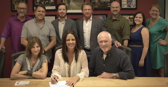 Pictured: Front (L-R): Tracy Gershon, VP A&R, Rounder Label Group; Sara Evans; Cliff O'Sullivan, COO, Rounder Label Group.Back (L-R): David Newmark, Factor Marketing; Jim Selby, General Manager, Concord Music Group; Craig Dunn, Manager, The Collective; Brinson Strickland, President of The Collective; Brad Chelstrom, Project Manager, Rounder Label Group; Rachel Cunningham, Manager, The Collective; Ashley Moyer, Publicity Manager, Rounder Label Group