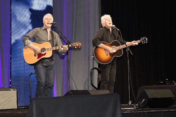 Graham Nash and Shane Fontayne perform.