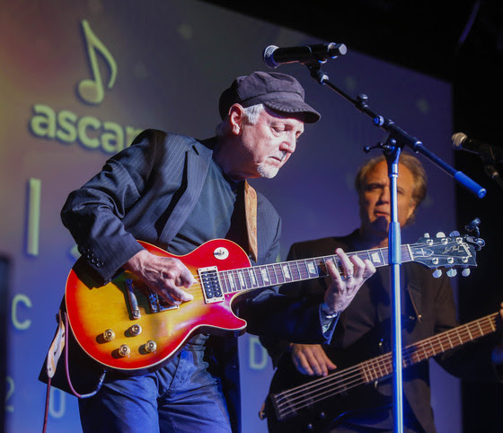 Phil Keaggy performs. Photo: Ed Rode/ASCAP