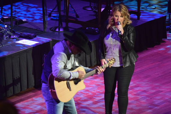 Pictured (L-R): Garth Brooks, Trisha Yearwood. Photo: Moments By Moser Photography