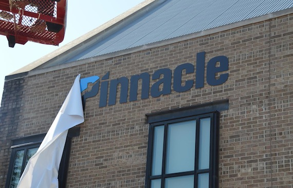A sign at the Green Hills office reveals that Avenue Bank has taken the Pinnacle name.